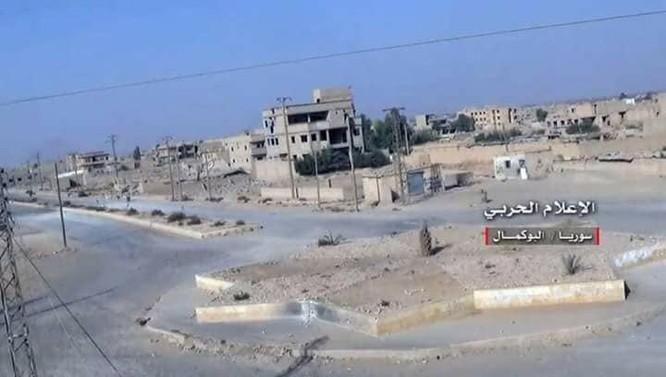 Liên quân Syria đánh tràn vào sào huyệt Al-Bukamal, IS thất thủ (video) ảnh 3