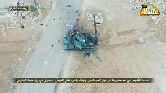 Quân Syria thua trận bỏ cả xe tăng tháo chạy tại Hama (video) ảnh 2