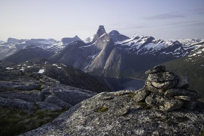 Từ Matterhorn đến Kilimanjiro, những ngọn núi đẹp sửng sốt bậc nhất thế giới ảnh 8
