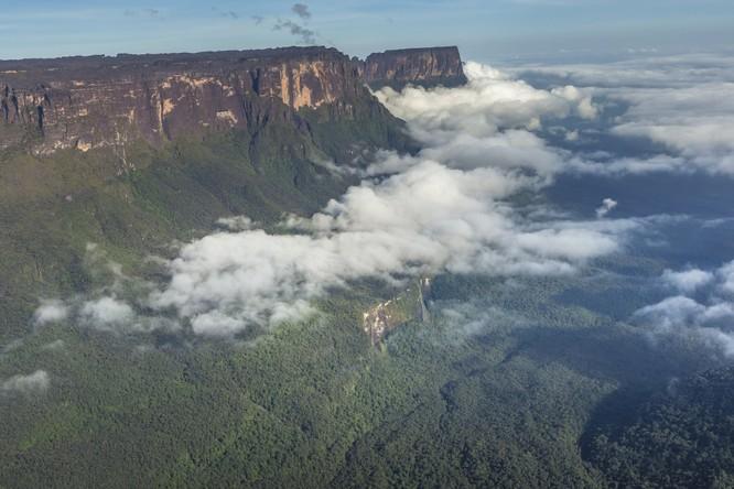 Từ Matterhorn đến Kilimanjiro, những ngọn núi đẹp sửng sốt bậc nhất thế giới ảnh 10