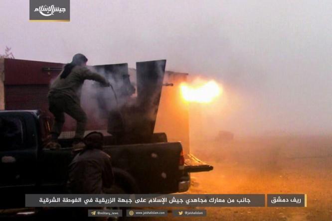 Quân đội Syria phản kích chọc thủng vòng vây tại ven Damascus ảnh 4