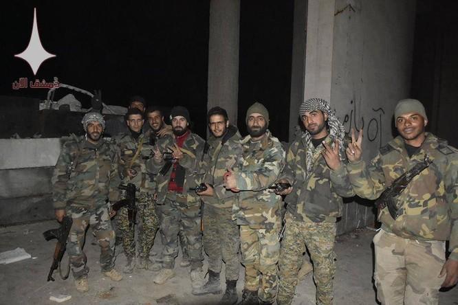 Quân đội Syria nã hàng trăm tên lửa diệt phiến quân ở tử địa Đông Ghouta ảnh 1