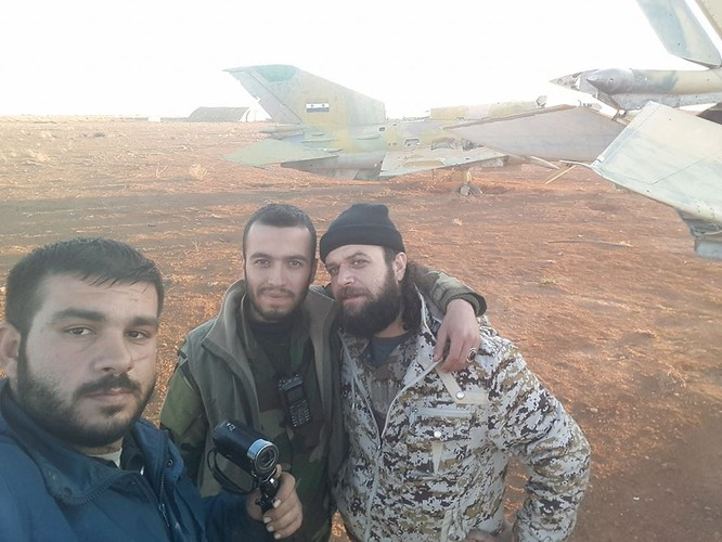 """""""Hổ Syria"""" chủ công đập tan phiến quân, chiếm hoàn toàn căn cứ sân bay ở Idlib ảnh 1"""
