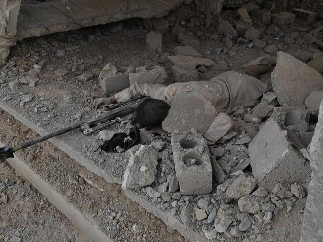 Hàng chục chiến binh IS bị diệt, quân đội Syria chiếm giữ nhiều vũ khí Mỹ ảnh 4