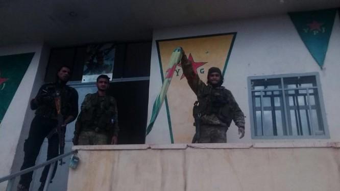 Quân Thổ chiếm thị trấn chiến lược, người Kurd tung đòn phản công ảnh 2