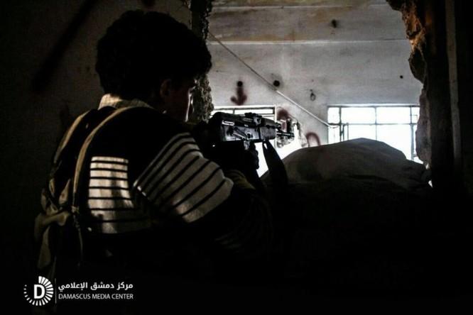 Chiến sự Syria: Quân Assad tấn công cắt đường sống phe thánh chiến ven Damascus ảnh 2