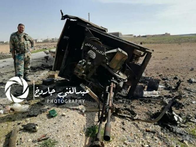 IS mở đường máu phá vây, hàng chục tay súng mất mạng ảnh 2
