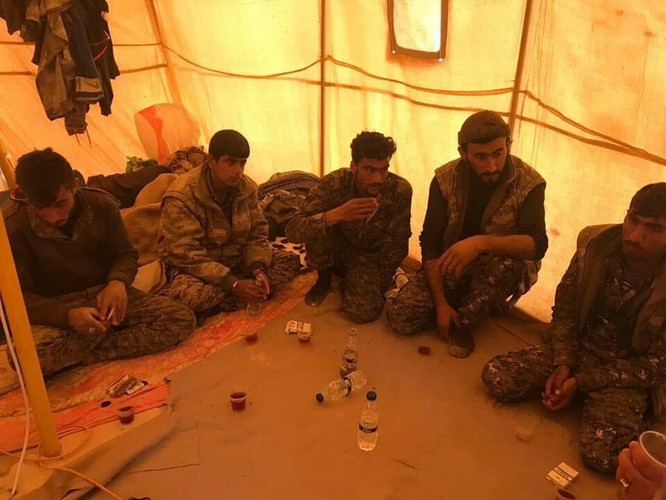 IS tung đòn tự sát, người Kurd tổn thất nặng ở Deir Ezzor ảnh 10