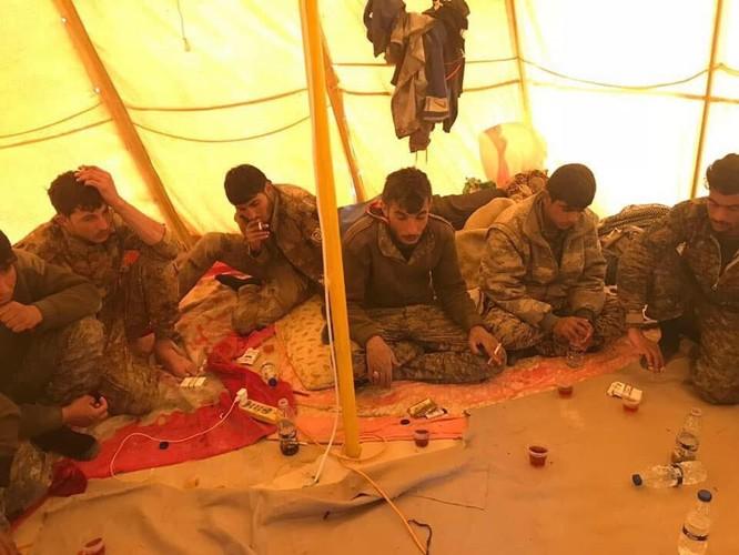 IS tung đòn tự sát, người Kurd tổn thất nặng ở Deir Ezzor ảnh 11