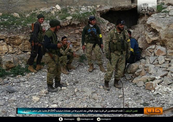 Người Kurd Syria đánh cầm chừng, quân Thổ chiếm thêm 2 thị trấn ảnh 2