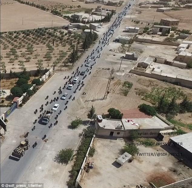 Lộ ảnh vệ tinh chứng minh quan hệ đen tối giữa IS và liên quân Mỹ-Kurd ảnh 9