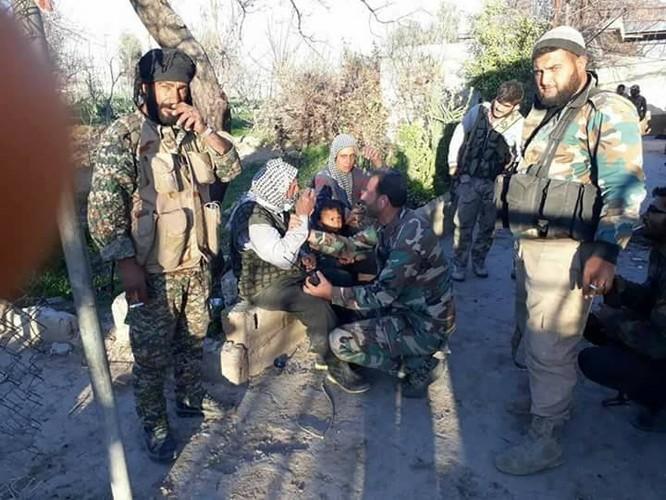 Chiến sự Syria: Quân Assad đè bẹp phe thánh chiến, đoạt căn cứ tên lửa ở Đông Ghouta ảnh 4