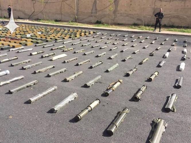 Quân đội Syria chiếm giữ lượng vũ khí lớn chuyển vào tử địa Đông Ghouta ảnh 3