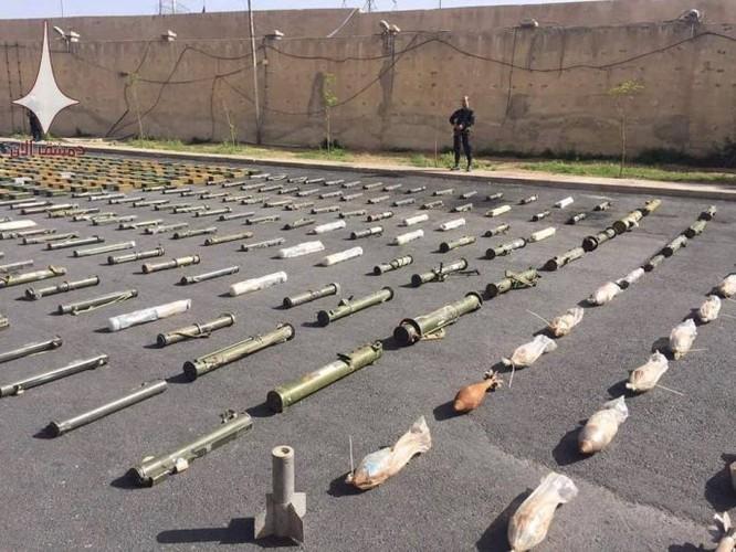 Quân đội Syria chiếm giữ lượng vũ khí lớn chuyển vào tử địa Đông Ghouta ảnh 7