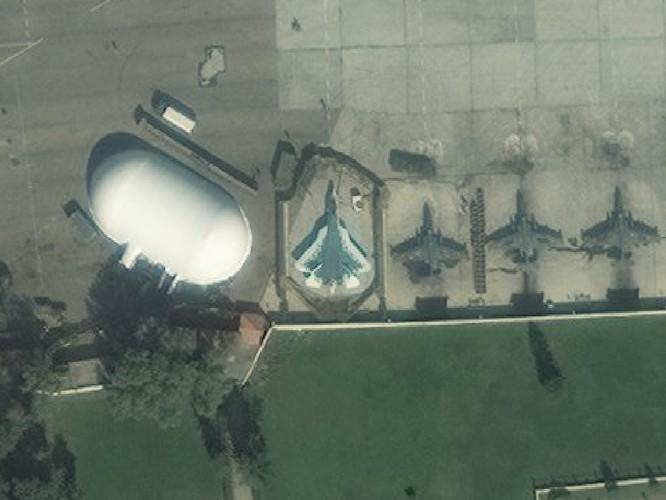 Ảnh vệ tinh công khai bí mật, Su-57 Nga vẫn hiện diện ở Syria ảnh 4