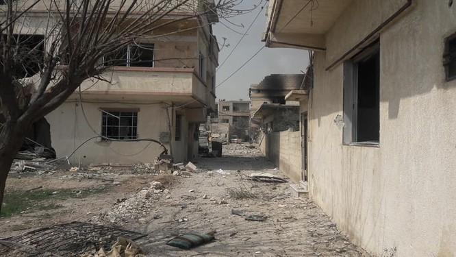 """""""Hổ Syria"""" xung trận chiếm thị trấn chiến lược ở Đông Ghouta sau hai ngày giao chiến sinh tử ảnh 6"""