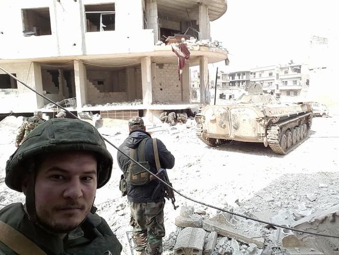 """""""Hổ Syria"""" xung trận chiếm thị trấn chiến lược ở Đông Ghouta sau hai ngày giao chiến sinh tử ảnh 8"""