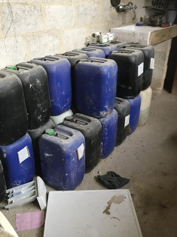 Chảo lửa Đông Ghouta: Quân thánh chiến Syria có cả nhà máy chế tạo tên lửa, sản xuất hóa phẩm ảnh 2