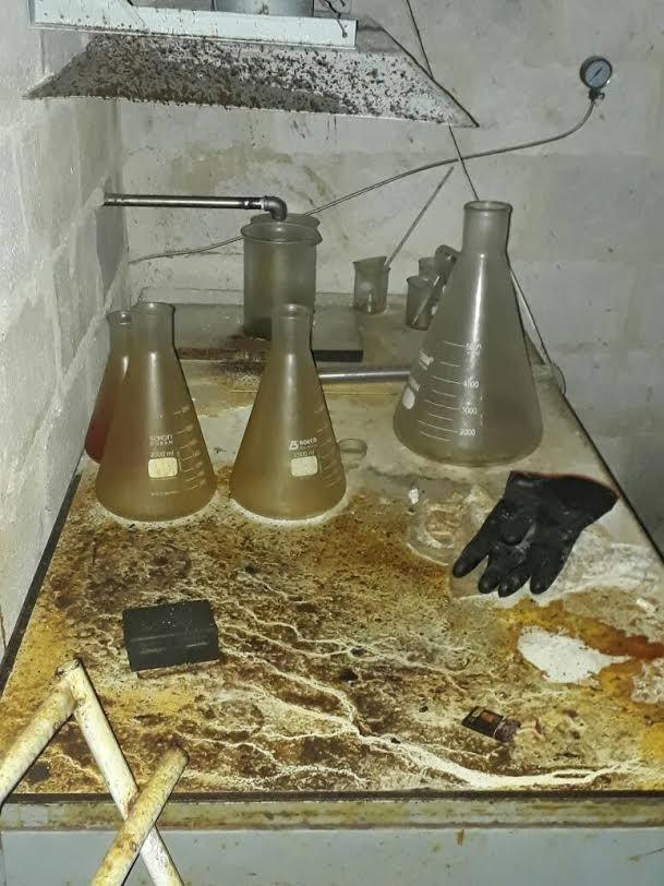 Chảo lửa Đông Ghouta: Quân thánh chiến Syria có cả nhà máy chế tạo tên lửa, sản xuất hóa phẩm ảnh 3