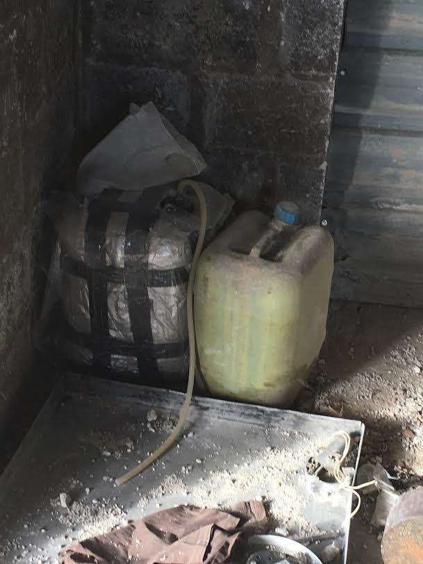 Chảo lửa Đông Ghouta: Quân thánh chiến Syria có cả nhà máy chế tạo tên lửa, sản xuất hóa phẩm ảnh 8