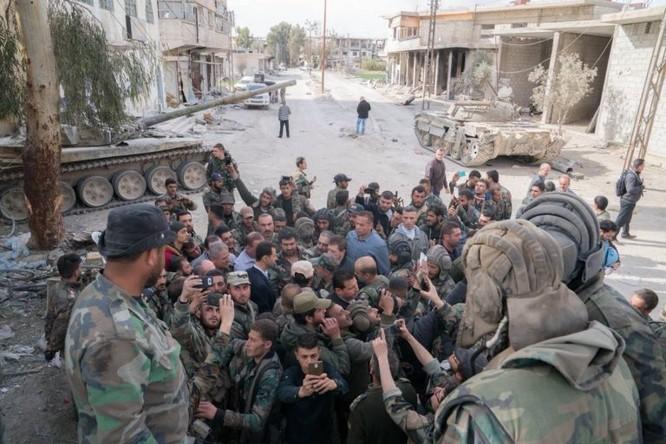 Quân đội Syria ép phe nổi dậy đang nguy khốn đầu hàng, tổng thống Assad thăm Đông Ghouta ảnh 2