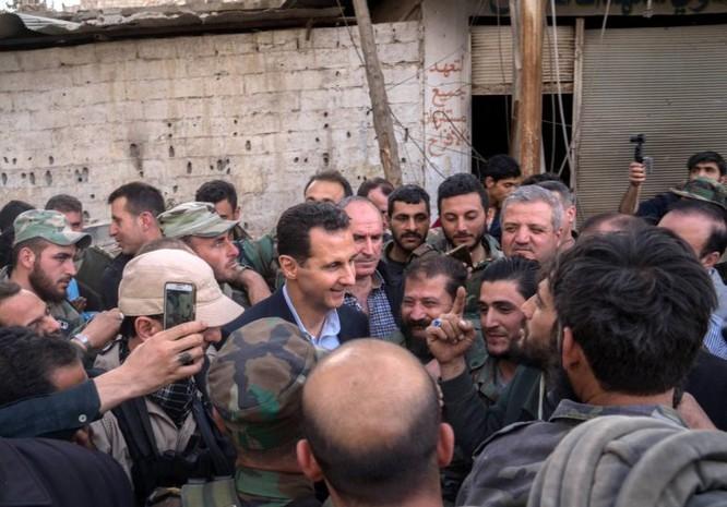 Quân đội Syria ép phe nổi dậy đang nguy khốn đầu hàng, tổng thống Assad thăm Đông Ghouta ảnh 3