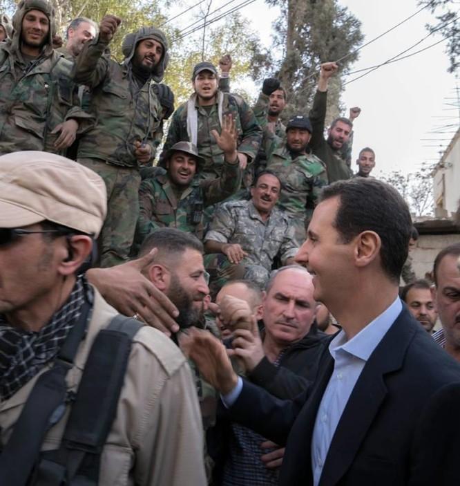 Quân đội Syria ép phe nổi dậy đang nguy khốn đầu hàng, tổng thống Assad thăm Đông Ghouta ảnh 5