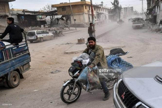 Thổ Nhĩ Kỳ chiếm thành phố Syria, quân Hồi giáo cực đoan cướp phá thủ phủ người Kurd ảnh 1