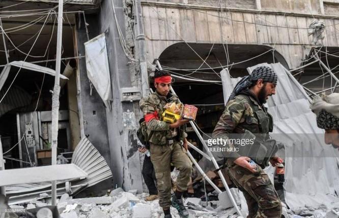 Thổ Nhĩ Kỳ chiếm thành phố Syria, quân Hồi giáo cực đoan cướp phá thủ phủ người Kurd ảnh 2