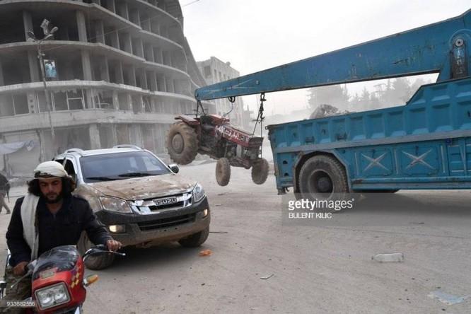 Thổ Nhĩ Kỳ chiếm thành phố Syria, quân Hồi giáo cực đoan cướp phá thủ phủ người Kurd ảnh 3