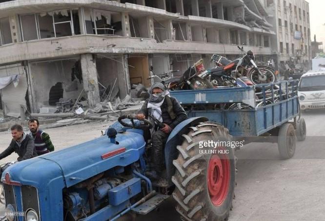 Thổ Nhĩ Kỳ chiếm thành phố Syria, quân Hồi giáo cực đoan cướp phá thủ phủ người Kurd ảnh 4