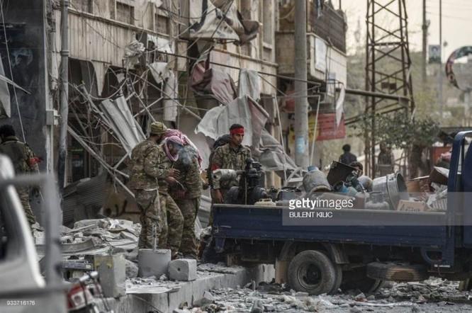 Thổ Nhĩ Kỳ chiếm thành phố Syria, quân Hồi giáo cực đoan cướp phá thủ phủ người Kurd ảnh 5