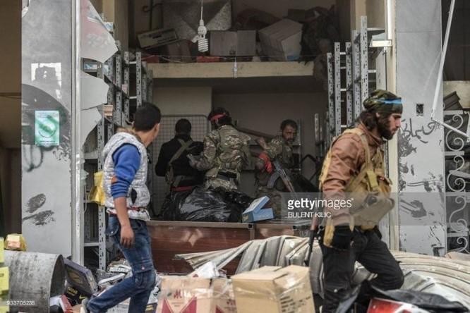 Thổ Nhĩ Kỳ chiếm thành phố Syria, quân Hồi giáo cực đoan cướp phá thủ phủ người Kurd ảnh 7