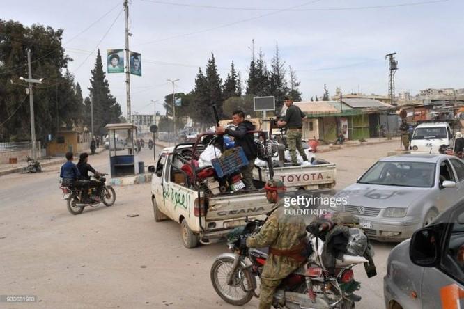 Thổ Nhĩ Kỳ chiếm thành phố Syria, quân Hồi giáo cực đoan cướp phá thủ phủ người Kurd ảnh 8