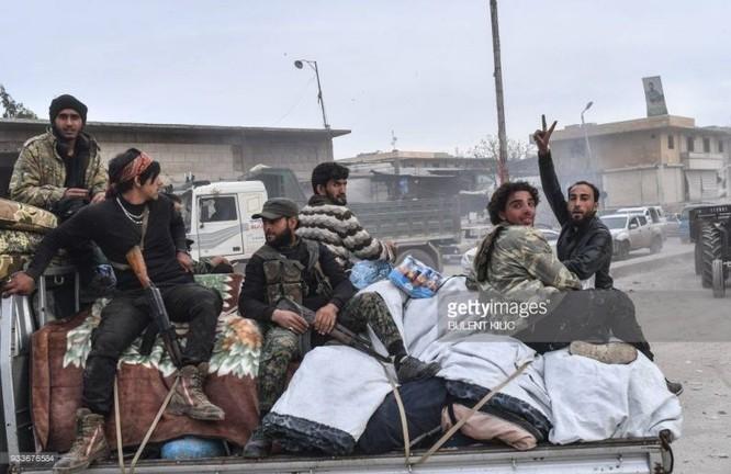 Thổ Nhĩ Kỳ chiếm thành phố Syria, quân Hồi giáo cực đoan cướp phá thủ phủ người Kurd ảnh 9