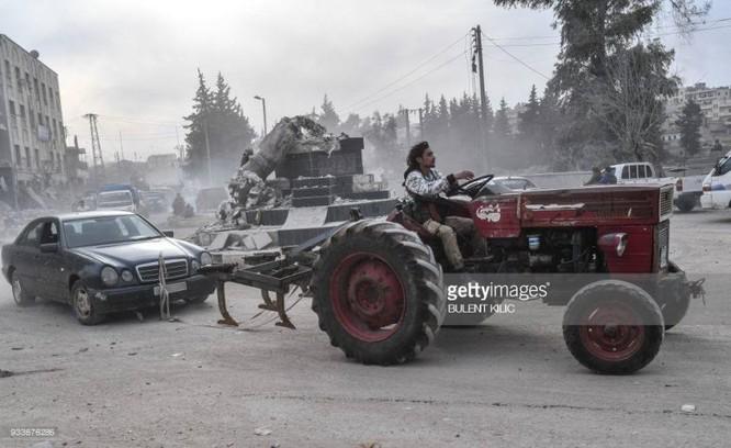 Thổ Nhĩ Kỳ chiếm thành phố Syria, quân Hồi giáo cực đoan cướp phá thủ phủ người Kurd ảnh 10