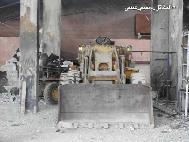 """Quân đội Syria tung đòn vào """"pháo đài"""" thánh chiến Đông Ghouta, chiếm xưởng chế tạo xe bom cảm tử ảnh 2"""