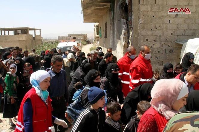 Phe thánh chiến đầu hàng lũ lượt di tản về Idlib, quân đội Syria tiến vào tiếp quản Đông Ghouta ảnh 1