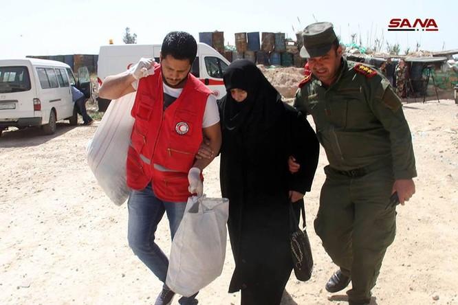 Phe thánh chiến đầu hàng lũ lượt di tản về Idlib, quân đội Syria tiến vào tiếp quản Đông Ghouta ảnh 3