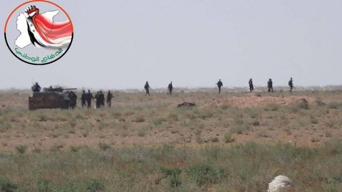 Hạ xong sào huyệt Đông Ghouta, quân đội Syria bắt đầu chiến dịch truy diệt IS trên sa mạc Deir Ezzor ảnh 4