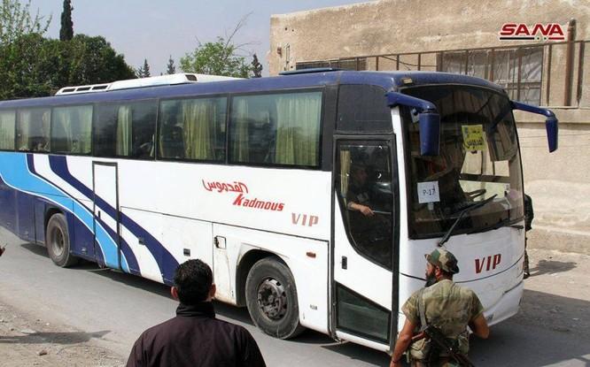 """Nhóm thánh chiến Syria đầu hàng ở Đông Ghouta sắp di tản đợt 2, Mỹ đe """"đạn lên nòng"""" tấn công Syria ảnh 1"""