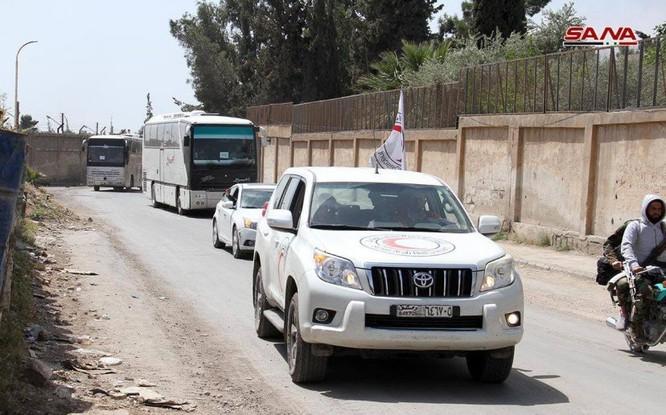 """Nhóm thánh chiến Syria đầu hàng ở Đông Ghouta sắp di tản đợt 2, Mỹ đe """"đạn lên nòng"""" tấn công Syria ảnh 2"""