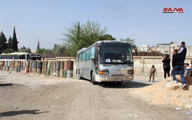 """Nhóm thánh chiến Syria đầu hàng ở Đông Ghouta sắp di tản đợt 2, Mỹ đe """"đạn lên nòng"""" tấn công Syria ảnh 3"""