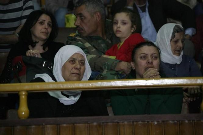 Chỉ 200 trong 5.000 tù nhân bị phe thánh chiến Syria bắt giữ còn sống sót ở Douma, Đông Ghouta ảnh 3