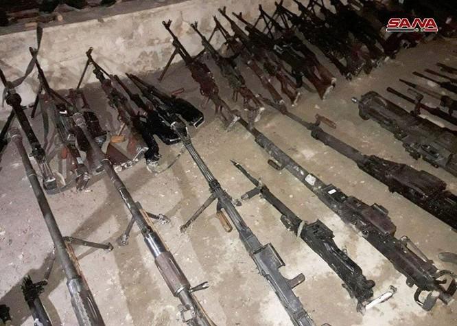 Nhóm thánh chiến cố thủ Đông Ghouta ồ ạt đầu hàng, giao nộp vũ khí cho quân đội Syria ở Douma ảnh 4