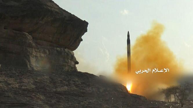 Phiến quân Houthi phóng tên lửa đạn đạo tấn công Bộ quốc phòng Ả rập Xê út ảnh 1