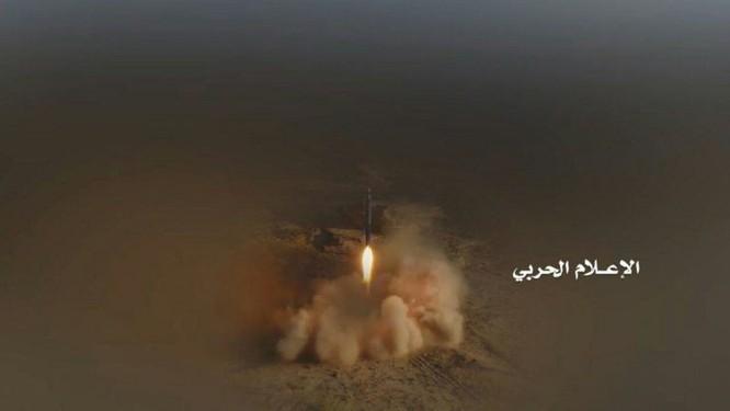 Phiến quân Houthi phóng tên lửa đạn đạo tấn công Bộ quốc phòng Ả rập Xê út ảnh 2