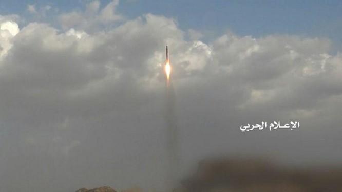 Phiến quân Houthi phóng tên lửa đạn đạo tấn công Bộ quốc phòng Ả rập Xê út ảnh 3