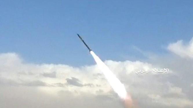 Phiến quân Houthi phóng tên lửa đạn đạo tấn công Bộ quốc phòng Ả rập Xê út ảnh 5