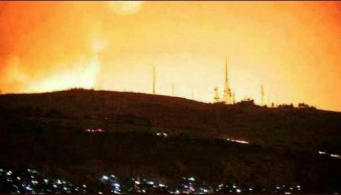 Hơn 100 tên lửa Mỹ, Anh, Pháp ồ ạt tấn công những mục tiêu nào ở Syria ảnh 2